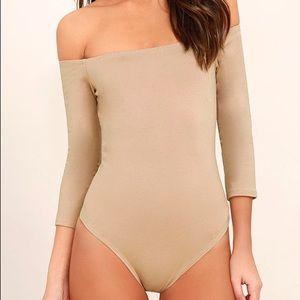 NWOT Lulus Like a Bird Off-the-Shoulder Bodysuit, Taupe Large